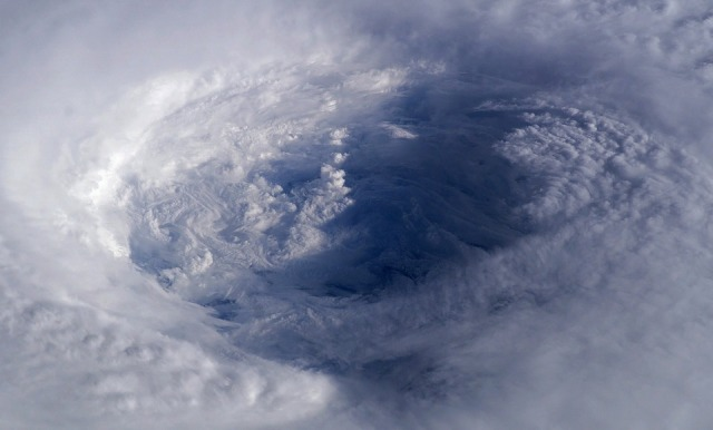 hurricane-63123_960_720.jpg