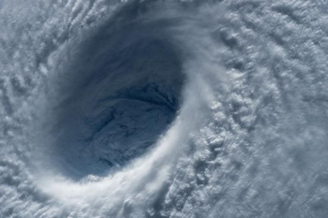 typhoon-1650677_1280.jpg